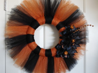 orange and black tulle halloween wreath