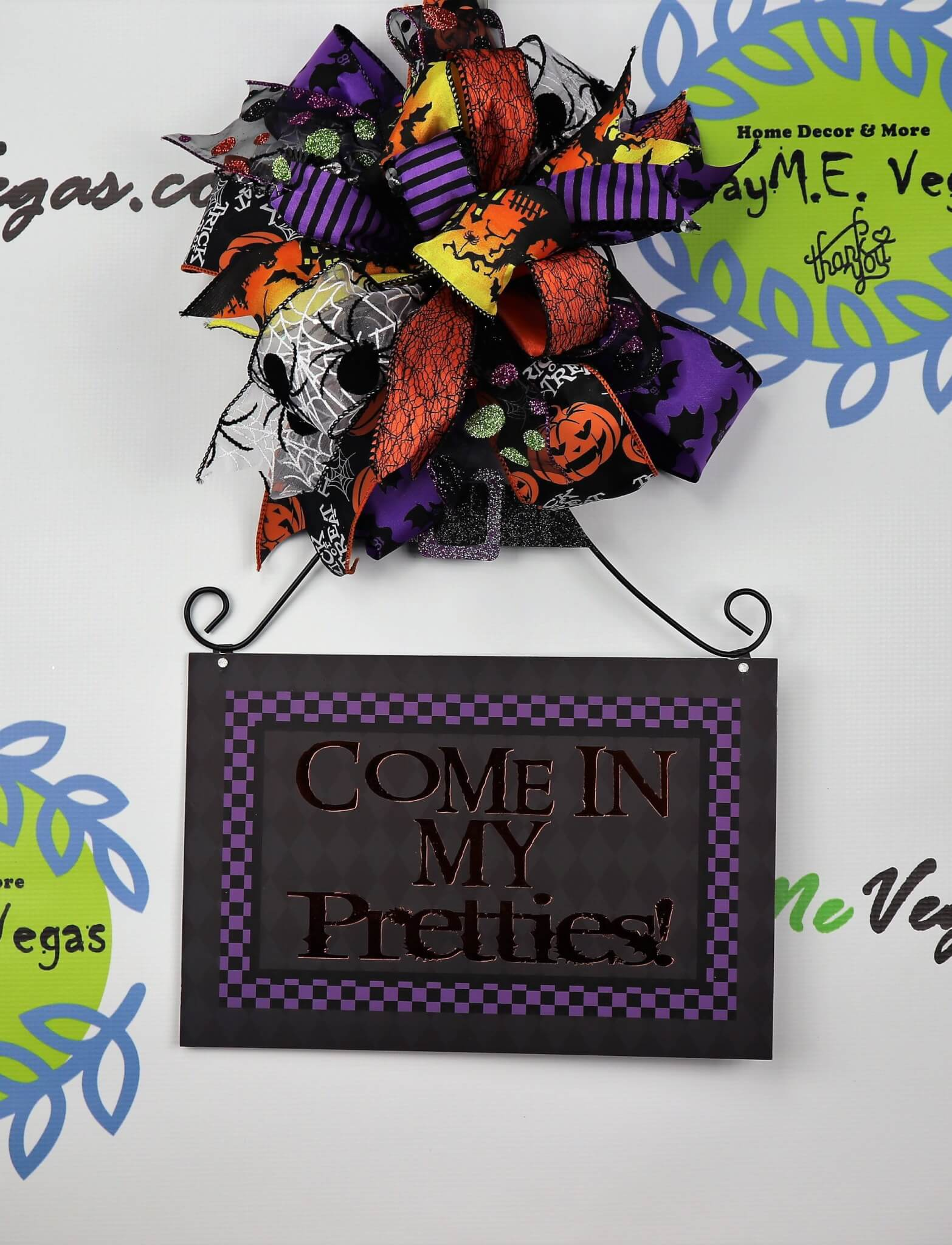 Come-In-My-Pretties-Halloween-Sign-and-Bow-4-e1507700621902 Halloween Door Hanger