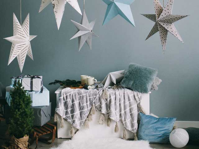 Residential holiday decorating services